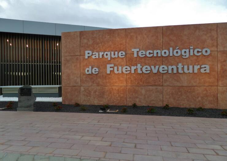 Initiated the process of implantation of companies in the technological park of Fuerteventura